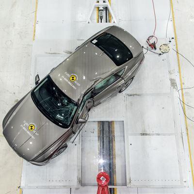 Genesis G80 - Side Pole test 2021 - after crash