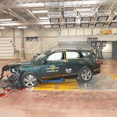 Genesis GV80 - Mobile Progressive Deformable Barrier test 2021 - after crash
