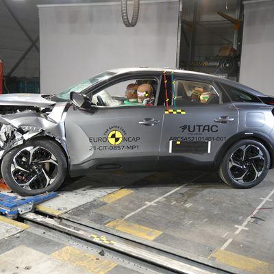 Citroën C4 - Mobile Progressive Deformable Barrier test 2021 - after crash