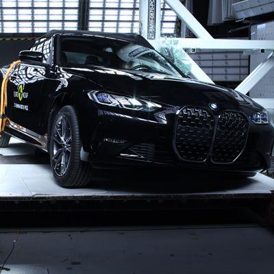 BMW 4 Series Convertible - Pole crash test 2019