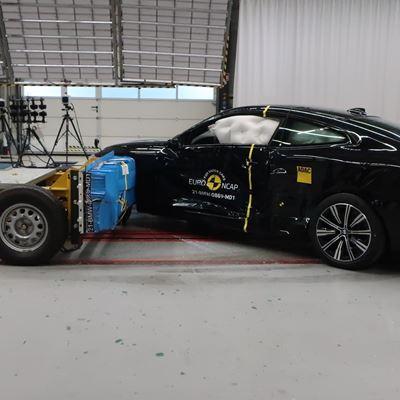 BMW 4 Series Coupé - Side crash test 2019 - after crash
