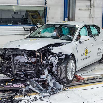 SEAT Leon - Mobile Progressive Deformable Barrier test 2020 - after crash