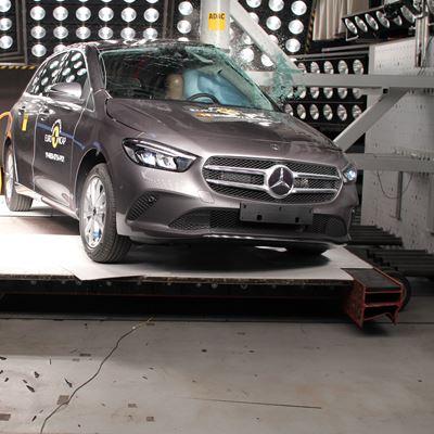 Mercedes-Benz B-Class - Pole crash test 2019
