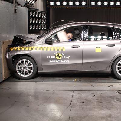 Mercedes-Benz B-Class - Frontal Full Width test 2019