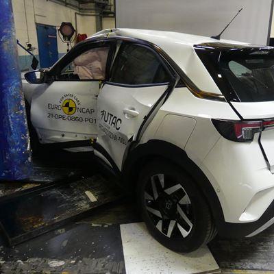 Opel/Vauxhall Mokka-e - Side Pole test 2021 - after crash