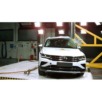 VW Tiguan eHybrid - Pole crash test 2016