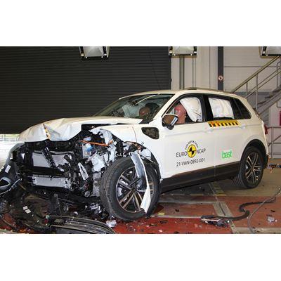 VW Tiguan eHybrid - Frontal Offset Impact test 2016 - after crash