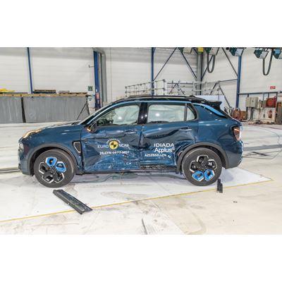 Lynk & Co 01 - Side Mobile Barrier test 2021 - after crash