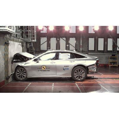 Toyota Mirai - Full Width Rigid Barrier test 2021
