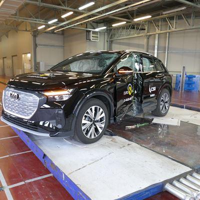 Audi Q4 e-tron - Side Pole test 2021 - after crash