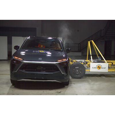 NIO ES8 - Side Mobile Barrier test 2021