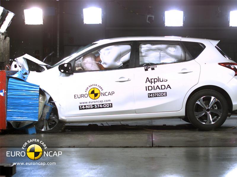 Nissan Pulsar  - Frontal crash test 2014