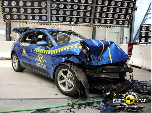 Porsche Macan - Frontal crash test 2014 - after crash