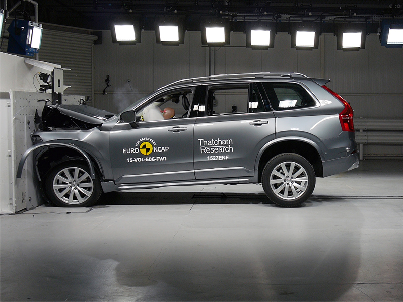 Volvo XC90 - Frontal Full Width test 2015