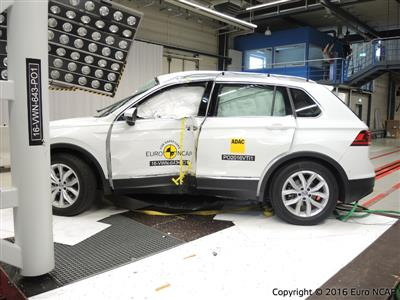 Volkswagen Tiguan - Pole crash test 2016 - after crash
