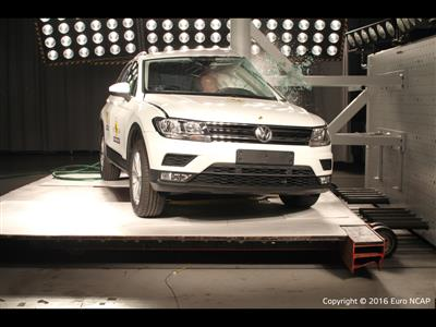 Volkswagen Tiguan - Pole crash test 2016