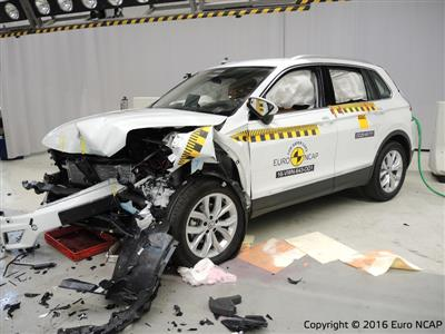 Volkswagen Tiguan - Frontal Offset Impact test 2016 - after crash