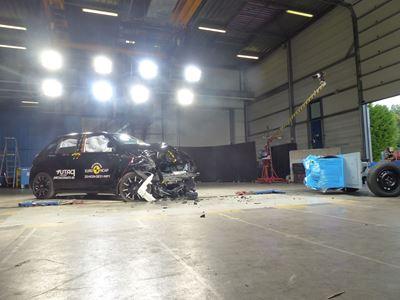 Honda e - Mobile Progressive Deformable Barrier test 2020 - after crash
