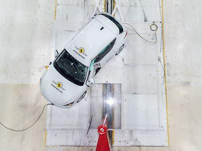 SEAT Leon e-Hybrid - Side Pole test 2020 - after crash
