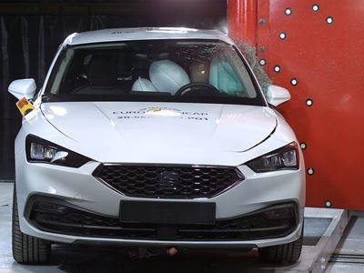 SEAT Leon e-Hybrid - Side Pole test 2020