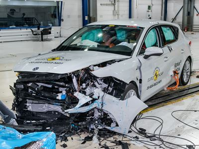 SEAT Leon e-Hybrid - Mobile Progressive Deformable Barrier test 2020 - after crash