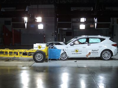 SEAT Leon e-Hybrid - Mobile Progressive Deformable Barrier test 2020