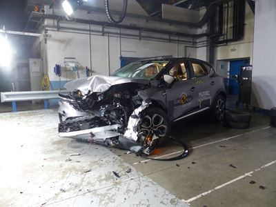 Renault Captur - Frontal Offset Impact test 2019 - after crash