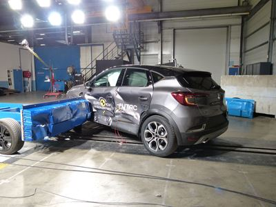Renault Captur - Side crash test 2019 - after crash