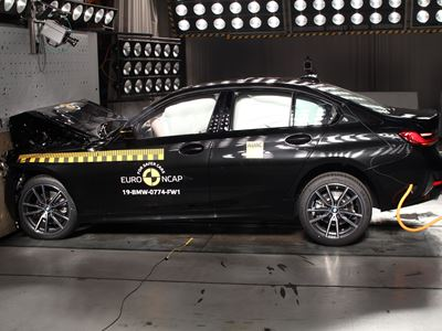 BMW 3 Series - Frontal Full Width test 2019