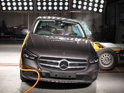 Mercedes-Benz B-Class - Side crash test 2019