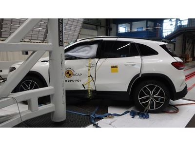 Mercedes-EQ EQA - Pole crash test 2019 - after crash