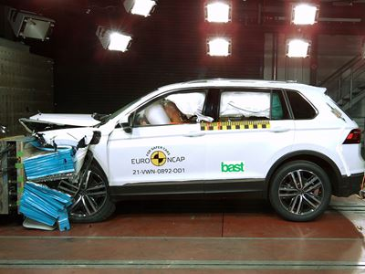 VW Tiguan eHybrid - Frontal Offset Impact test 2016