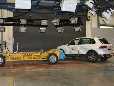 VW Tiguan eHybrid - Side crash test 2016 - after crash