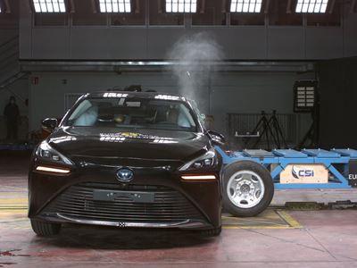 Toyota Mirai - Side Mobile Barrier test 2021