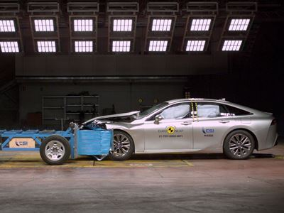 Toyota Mirai - Mobile Progressive Deformable Barrier test 2021