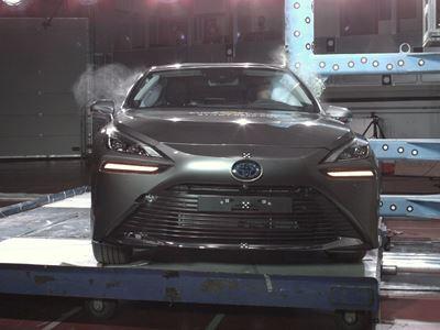 Toyota Mirai - Side Pole test 2021