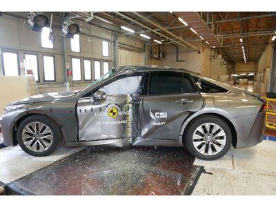 Toyota Mirai - Side Pole test 2021 - after crash