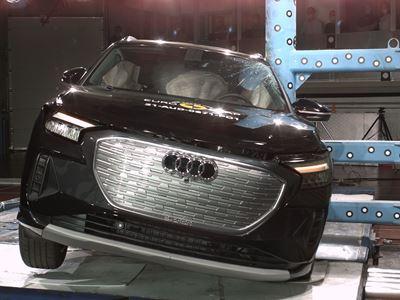 Audi Q4 e-tron - Side Pole test 2021