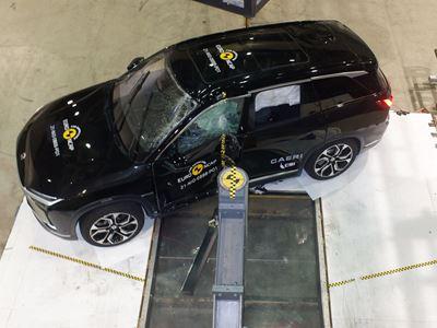 NIO ES8 - Side Pole test 2021 - after crash
