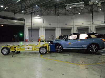 NIO ES8 - Mobile Progressive Deformable Barrier test 2021 - after crash