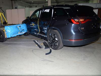 NIO ES8 - Side Mobile Barrier test 2021 - after crash