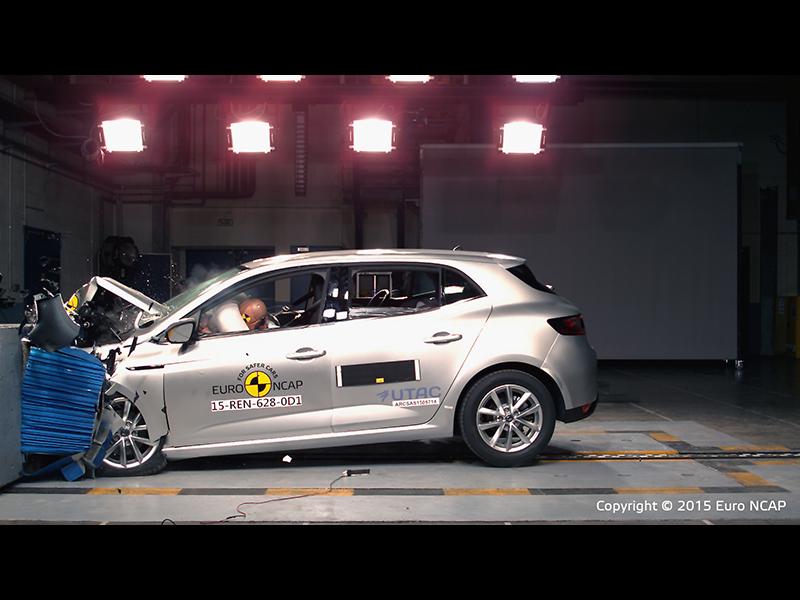 Renault Mégane  - Frontal Offset Impact test 2015