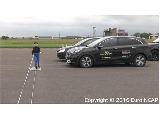 Kia Niro - AEB Pedestrian test 2016