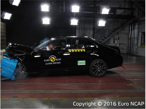 Mercedes-Benz E-Class - Frontal Offset Impact test 2016