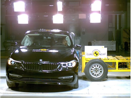 BMW 6 Series GT - Side crash test 2017