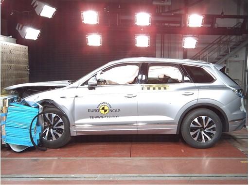VW Touareg - Frontal Offset Impact test 2018