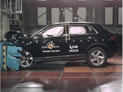 Audi Q3 - Frontal Offset Impact test 2018