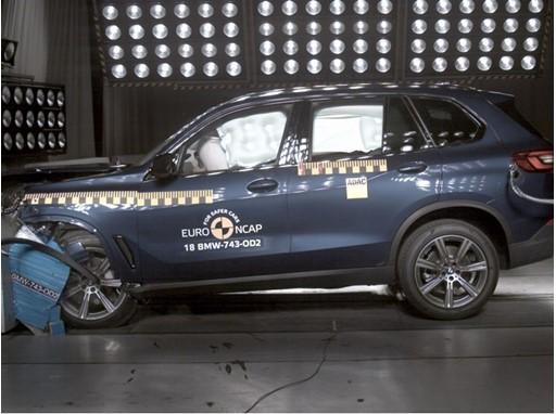 BMW X5 - Frontal Offset Impact test 2018