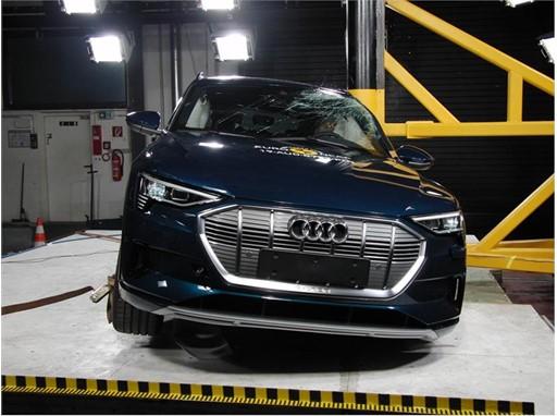 Audi e-tron - Pole crash test 2019