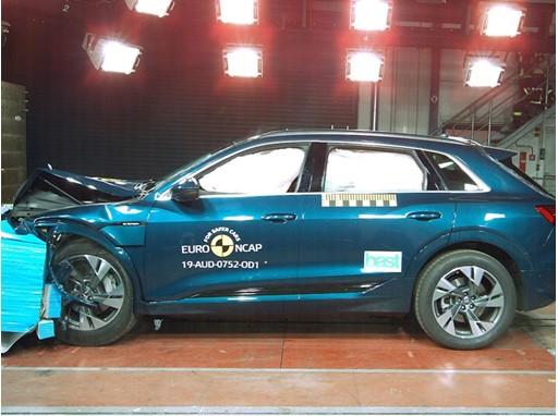 Audi e-tron - Frontal Offset Impact test 2019